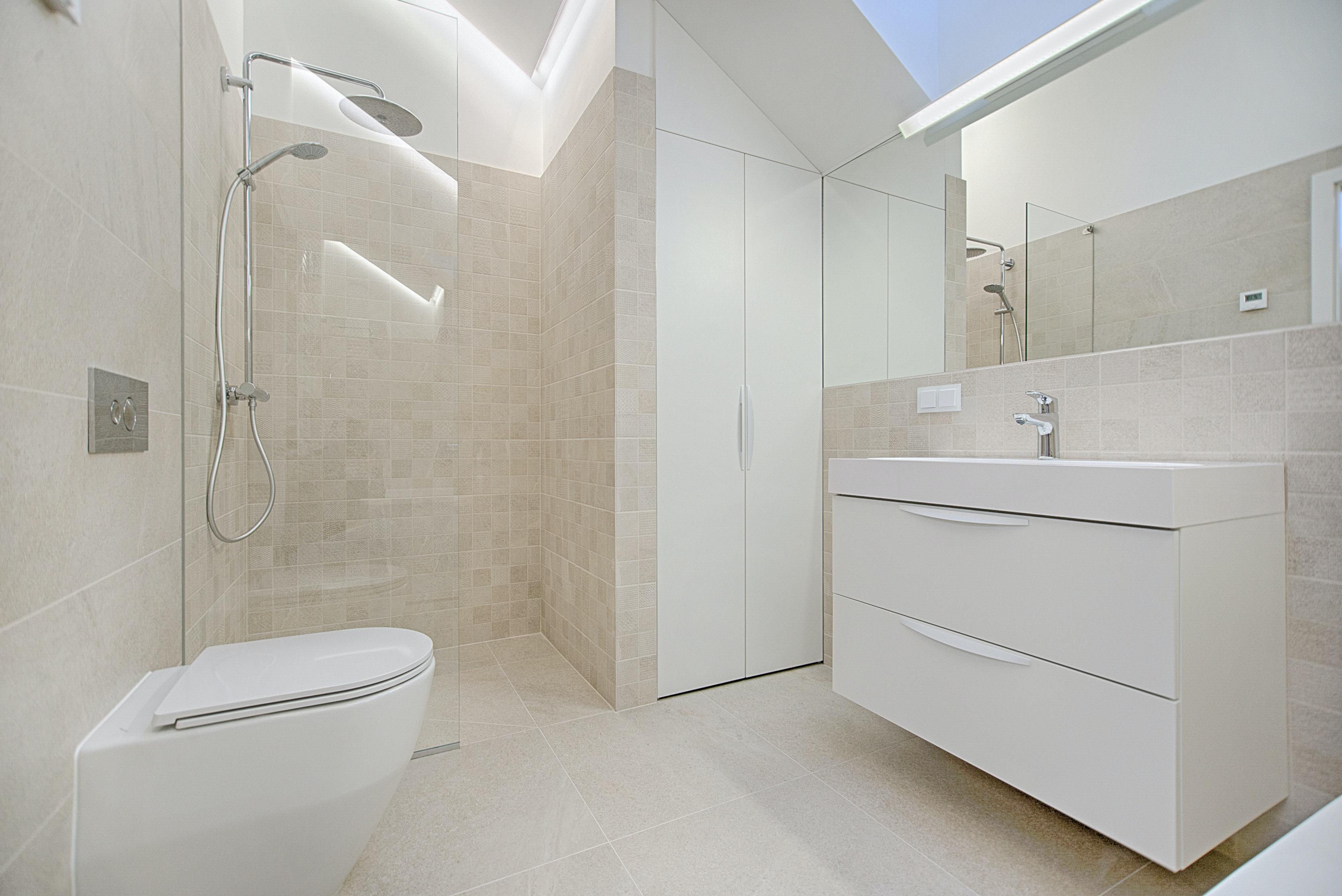 Устойчиви ли са PVC шкафовете за баня