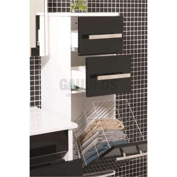 Още пространство в банята с шкафове тип колони
