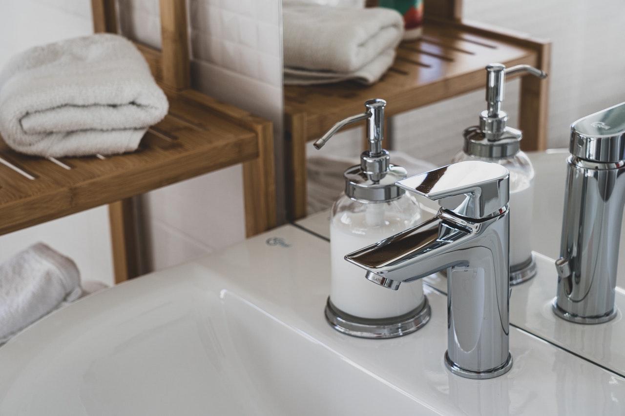 Най-актуалните изработки и дизайни на мивки за баня през 2020